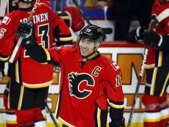 The Flames' Jarome Iginla acknowledges the Calgary crowd after he scored the 500th goal of his career in a win over the Wild.