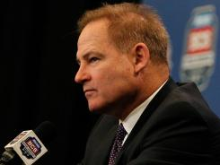 Les Miles came under awkward fire at the start of his press conference following LSU's loss in the BCS title game.