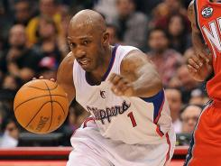 Chauncey Billups scored nine of his 20 points in the final 4:23 to help the Clippers beat the Nets.