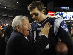 Tom Brady, right, and the Patriots are headed back to the Super Bowl in a season they've dedicated to owner Bob Kraft, left, and his late wife Myra.