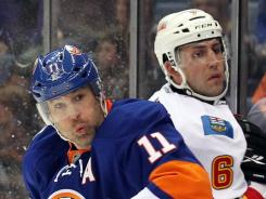 New York Islanders forward Brian Rolston, left, experienced vertigo and headaches during his concussion. He missed five games.