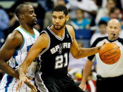 Tim Duncan (21) had a season-high 28 points, including the game-winning bucket with 1.4 seconds left.
