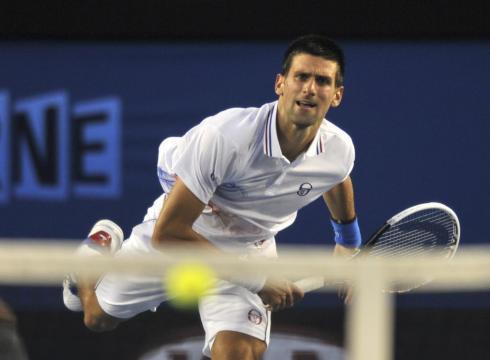 TENIS-Murray vence a Djokovic y es finalista en Dubái