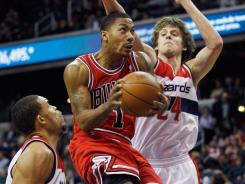 Derrick Rose (1) had 35 points and eight assists to help the Bulls improve their Eastern Conference-leading record to 18-5.