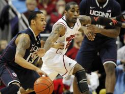 Louisville guard Chris Smith pressures Connecticut guard Shabazz Napier during the first half at the KFC Yum! Center.