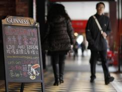 A chalkboard advertises NBA New York Knicks' Asian sensation Jeremy Lin and the game against the Sacramento Kings at a local sports bar in Taipei, Taiwan, on Thursday.