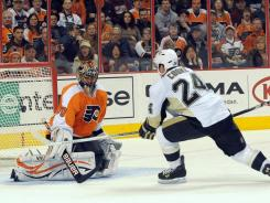 Penguins left wing Matt Cooke (24) scores a short-handed goal against Flyers goalie Ilya Bryzgalov during the second period. Cooke also had an unassisted goal in the first period.