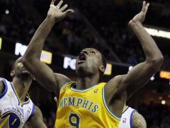 Grizzlies guard Tony Allen (9) reacts after scoring late in the second half to give Memphis a 104-103 victory over the Golden State Warriors in Memphis, Tenn.