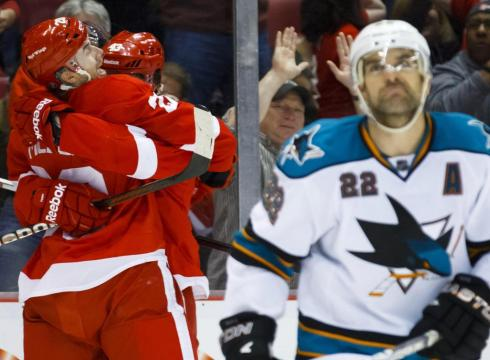 Red-Wings-make-it-23-in-a-row-at-home-3O