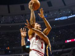 Derrick Rose overcame a slow start to help the Bulls run their winning streak to seven games.