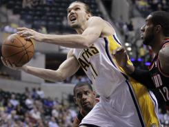 Indiana center Lou Amundson had a career-high 21 points to help the Pacers beat the Portland Trail Blazers 92-75 on Tuesday night at Indianapolis, Ind.