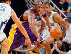 Kobe Bryant poured in 33 points to help the Lakers win their fourth consecutive game in a 107-101 overtime victory over the Hornets on Wednesday night at New Orleans.