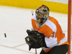 Ilya Bryzgalov has three consecutive shutouts, the second Philadelphia Flyers goalie to do so.