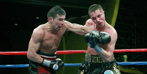 In a fight last March, Sergio Martinez, left, beat Sergiy Dzinziruk, knocking him out in the eighth round.