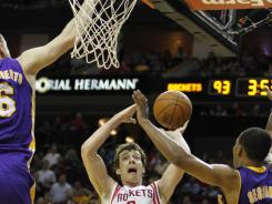 Goran Dragic (3) scored 16 points and dished out 13 assists as the Rockets rallied from a double-digit deficit in the fourth quarter vs. the Lakers.