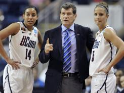 Connecticut coach Geno Auriemma, center, speaks with players Bria Hartley, left, and Caroline Doty during the team's 72-26 win over Kansas State.