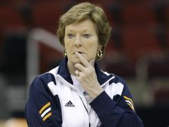 Tennessee coach Pat Summitt will lead her team against Kansas in the Sweet 16 on Saturday.