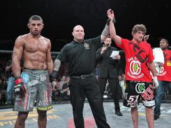 Welterweight titleholder Ben Askren, right, kept his MMA record perfect with a victory Friday in Windsor, Ontario for Bellator Fighting Championships, against Douglas Lima, left. Josh Rosenthal, center, refereed the bout.