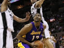 Andrew Bynum had 16 points and 30 rebounds in the Lakers' dominating win over the Spurs on Wednesday night.