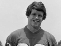 Atlanta Falcons safety Ray Easterling helped lead the team's vaunted defense in the 1970s and later filed a high-profile lawsuit against the NFL.
