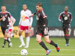 Chris Pontius and D.C. United ran their unbeaten streak to six and moved past New York in the Eastern Conference standings.