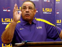 LSU defensive coordinator John Chavis will make an average of $1.1 million in total compensation over the next three seasons.
