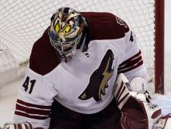Phoenix Coyotes goalie Mike Smith has better numbers than Vezina Trophy finalist Pekka Rinne.