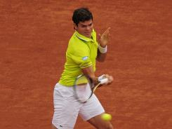 Milos Raonic of Canada lines up a forehand during his victory Friday against Andy Murray of Britain.