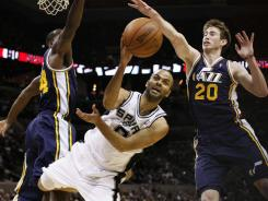 San Antonio guard Tony Parker, center, cuts through the Utah defense just as the Spurs picked apart the Jazz in Sunday's 106-91 victory.