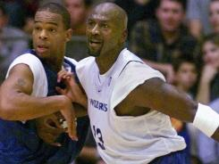 Hubert Davis, left, guards Michael Jordan as a member of the Washington Wizards. Davis, a former player at North Carolina, was named to the Tar Heels' staff on Wednesday.