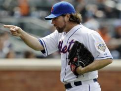 R.A. Dickey wins his fourth game of the season as the Mets defeated the Diamondbacks on Sunday.