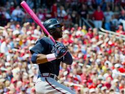 Braves right fielder Jason Heyward hits a three-run double against the Cardinals on Sunday.