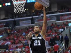 Tim Duncan had 21 points and nine rebounds to help the Spurs complete a sweep of the Clippers.