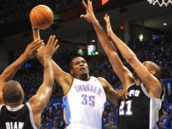 Kevin Durant scored 22 points as the Thunder dealt the Spurs their first loss since April 11.