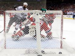 Jeff Carter's overtime goal gets past Martin Brodeur to win Game 2.