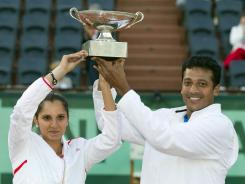 Sania Mirza and Mahesh Bhupathi of India defeated Klaudia Jans-Ignacik of Poland and Santiago Gonzalez Mexico 7-6 (7-3), 6-1 to win the French Open mixed doubles title.