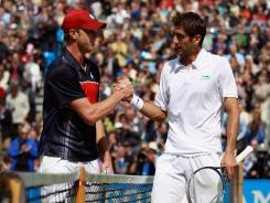 Sam Querry, left, congratulates Marin Cilic after their semifinal match Saturday in London.