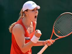 Alize Cornet of France earns her first title in four years, defeating Yanina Wickmayer of Belgium 7-5, 7-6 (7-1) in Bad Gastein, Austria.
