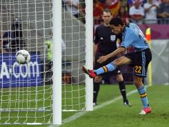 Jesus Navas scores in the 88th minute to give Spain a 1-0 win over Croatia. The defending champs play Saturday vs. Group D's runner-up.