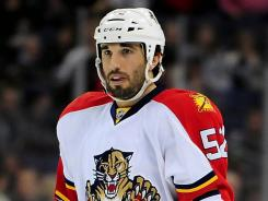British Columbia native Jason Garrison signed with the Vancouver Canucks on Sunday.