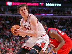 Chicago Bulls center Omer Asik will sign with the Houston Rockets.