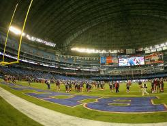 ORG XMIT: 98737977 TORONTO, ON - NOVEMBER 07: The Buffalo Bills and the Chicago Bears warm up prior to play at the Rogers Centre on November 7, 2010 in Toronto, Canada. (Photo by Rick Stewart/Getty Images) ORIG FILE ID: 98737977RS001_CHICAGO_BEARS