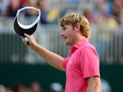 Brandt Snedeker acknowledges spectators' cheers after making birdie on No.18 to get to 7 under at the British Open.