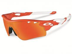 Oakley's new high-tech Radarlock glasses will help you see the golf course no matter the weather or environment.