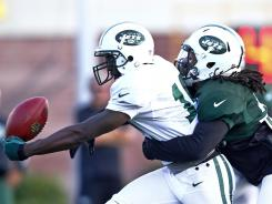 Jets WR Santonio Holmes, left, was injured in the team's intrasquad scrimmage Saturday.