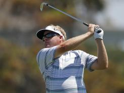 Sweden's Carl Pettersson shot a 6-under-par 66 on a sizzling day by the sea to take a one-shot lead on four players.