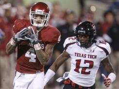 Oklahoma wide receiver Kenny Stills, left, had 61 catches for 849 yards and eight touchdowns last season.