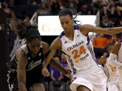 San Antonio Silver Stars' Shameka Christon, left, battles Phoenix Mercury's DeWanna Bonner (24) for a loose ball in the second half of the game between the San Antonio Silver Stars and the Phoenix Mercury. The Mercury defeated the Silver Stars 94-90.