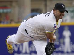 Roger Clemens did not allow a run in his first start in the independent league.