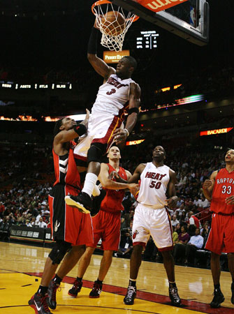 dwyane wade dunk on perkins. Dwyane+wade+dunks+on+